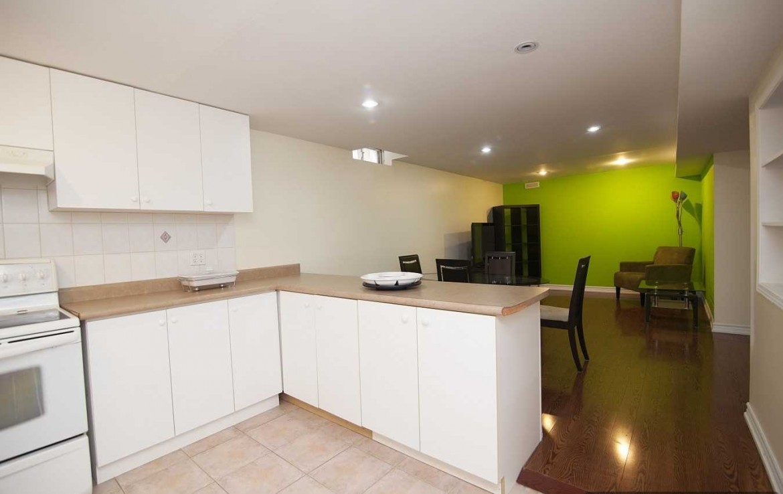 N4366614 2 1170x738 - 2 Bedrm Lower Unit Apartment On A Fabulous Area